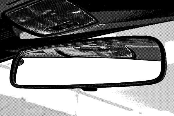 車のバックミラー