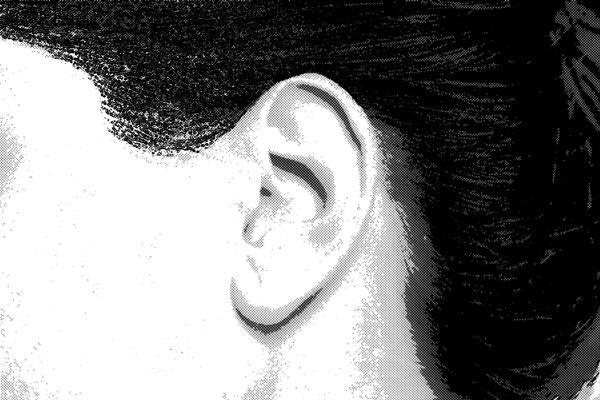 左耳 女性