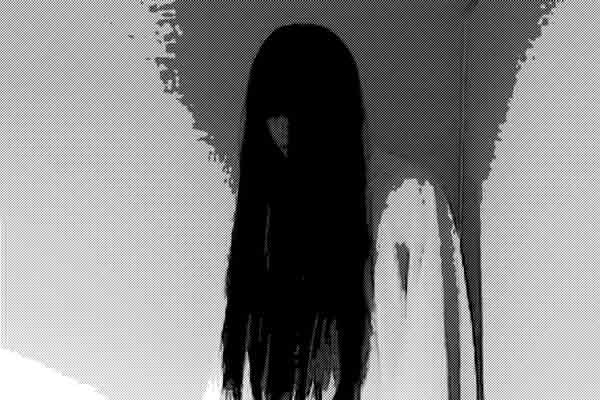 寝ていると、じっと枕元に座る女の幽霊